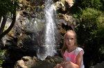 Лиза на фоне водопада
